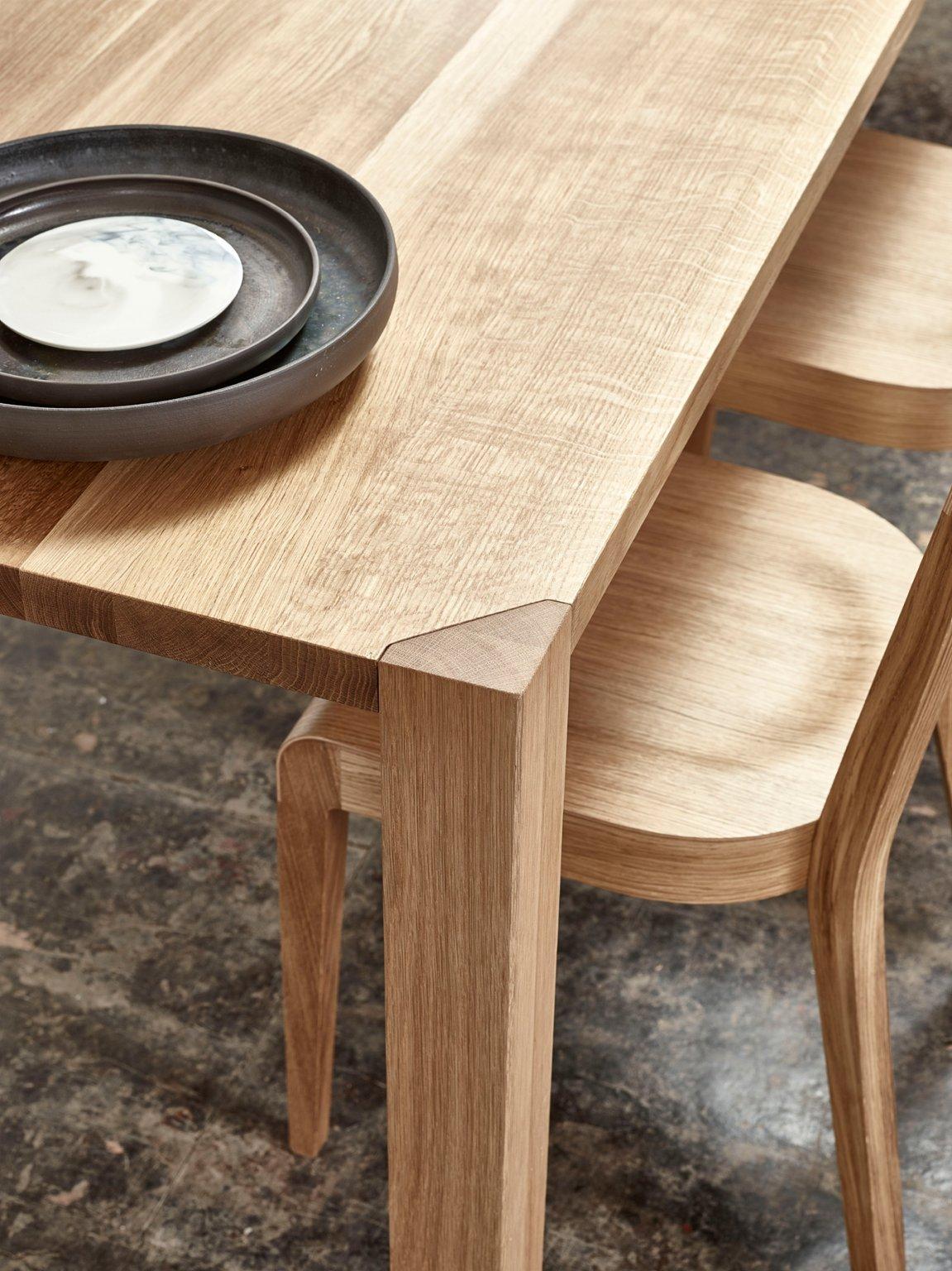 Ink_Table_Era_Chair_location_2.jpg